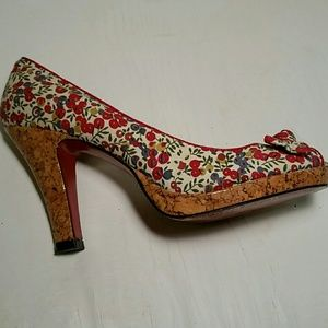Unlisted Floral Heels. 8M